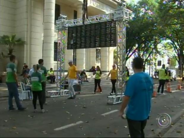 Pedestres, ciclistas, motoristas e usuários do transporte público participaram do desafio (Foto: Reprodução/TV Tem)