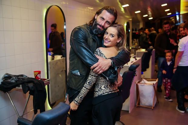 Henri Castelli e a namorada (Foto: Manuela Scarpa/Brazil News)