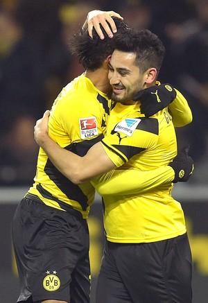 Ilkay Gundogan e Emerick comemoram gol do Borussia Dortmund contra o Hoffenheim (Foto: Agência AP )