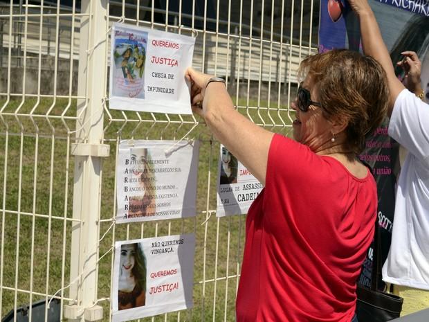 Bárbara Richardelle foi lembrada em manifestação no Espírito Santo (Foto: Viviane Machado/ G1)