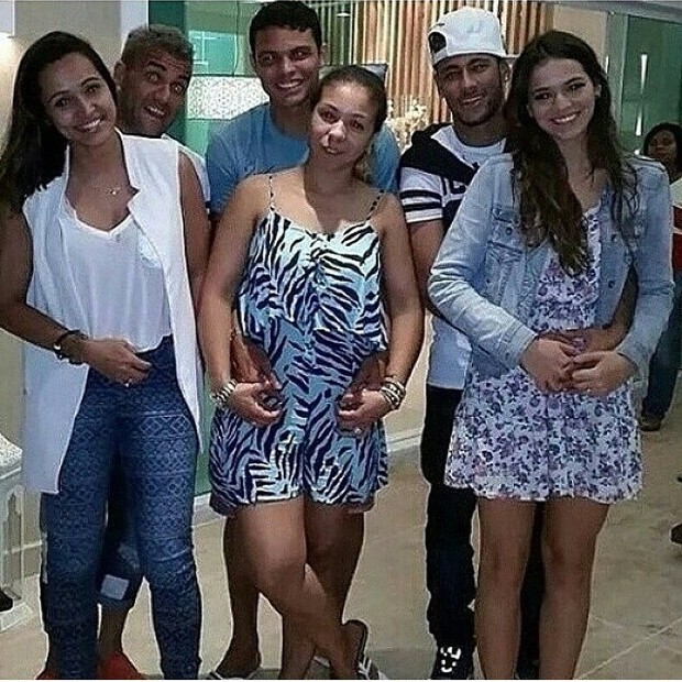 EGO - Antes de voltar ao treino, Neymar e Daniel Alves ...