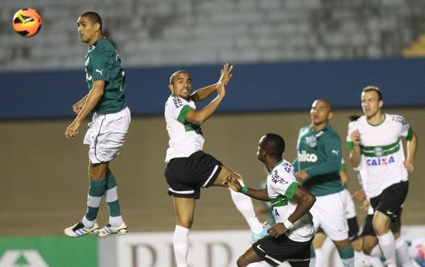 Goiás x Coritiba - Campeonato Brasileiro 2013 (Foto: Cristiano Borges / O Popular)