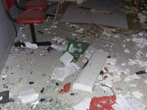 Dois caixas eletrônicos foram destruídos por explosões em Serra Negra do Norte, no RN (Foto: Divulgação/Polícia Militar)