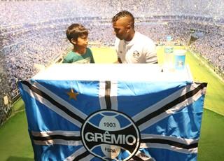 Miller Bolaños Grêmio sessão de autógrafos (Foto: Eduardo Moura/Globoesporte.com)