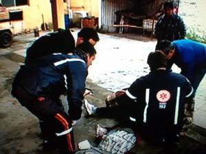 Mulher foi atacada por dois cães em Pelotas (Foto: reprodução/RBS TV)