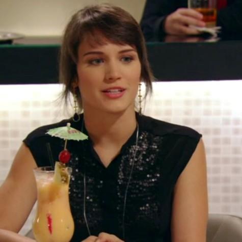 Bianca Bin em cena como Carolina (Foto: Reprodução)