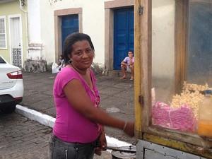 Angela Cristina da Cruz Lobo moradora de Cachoeira e pipoqueira (Foto: Juliana Almirante/ G1 BA)