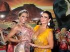 Solange Gomes usa look decotado em noite de samba