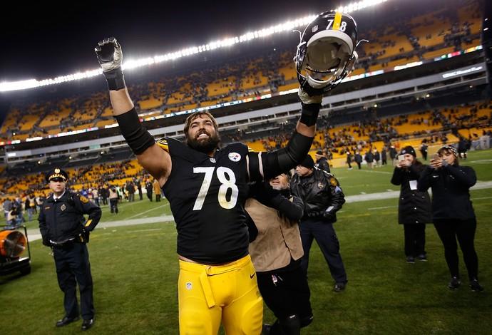 Alejandro Villanueva  Pittsburgh Steelers - mais alto playoffs nfl (Foto: Getty Images)