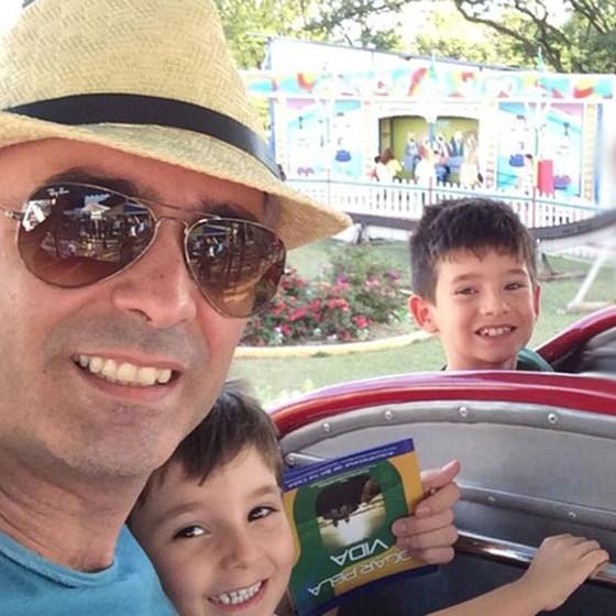 Nabor Coutinho de Oliveira com os filhos (Foto:  Arquivo Pessoal)