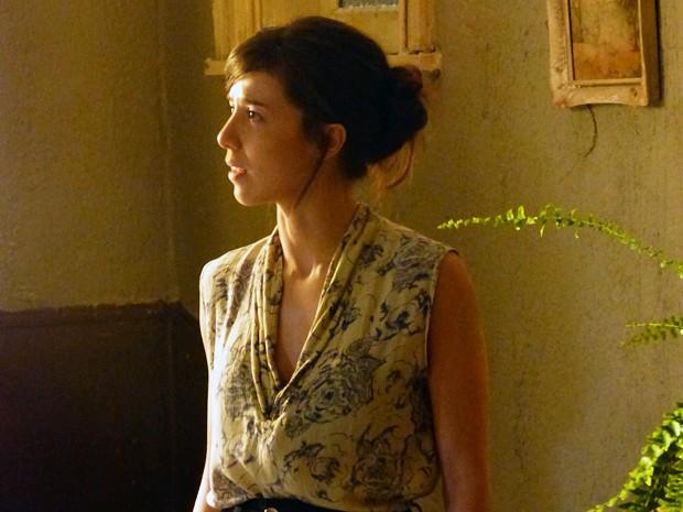A jovem Cora assombra Zé (Foto: Império/TV Globo)
