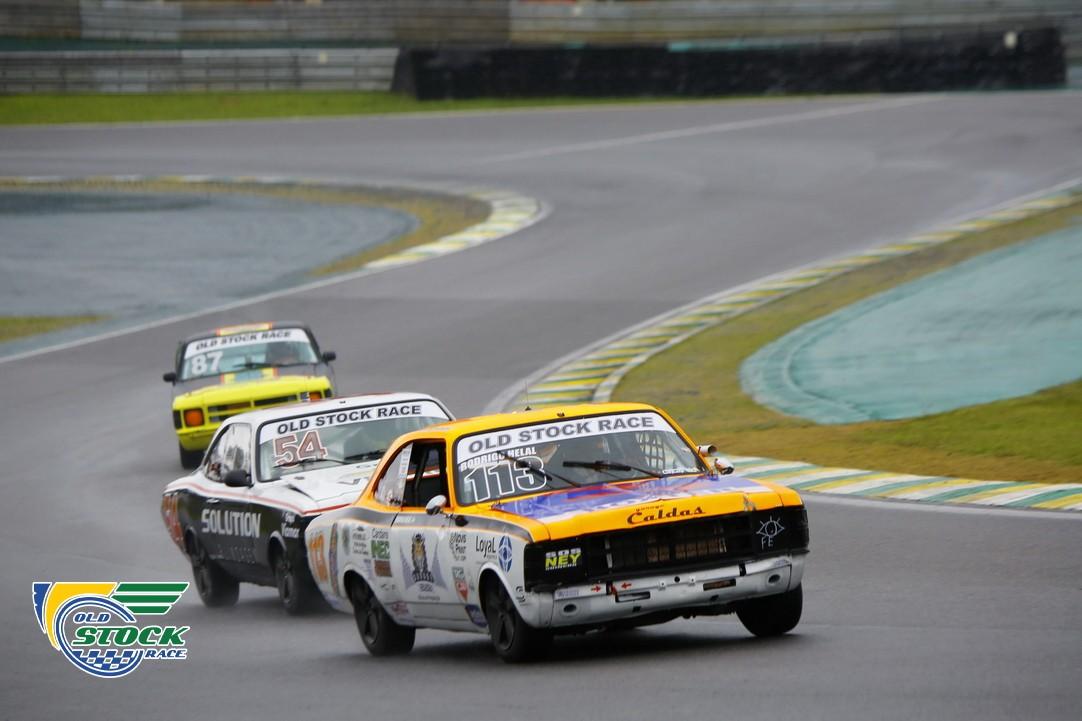 Rodrigo Helal #113 chegou em segundo na corrida 2 em duelo com Rafael Lopes #54. (Foto: Humberto Silva/OSR)