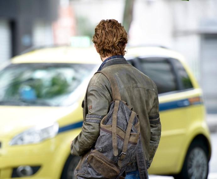 Táxi! Rafael Cardoso em cena, para segunda parte de 'Além do Tempo' (Foto: Ellen Soares/Gshow)