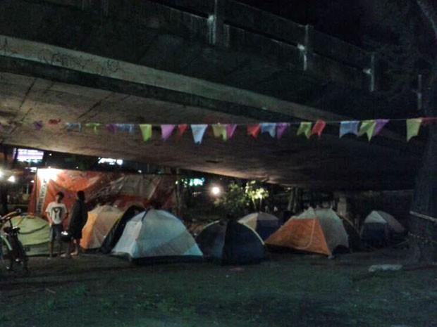 Há pelo menos 15 barracas e uma cozinha no local no novo acampamento no José Estelita (Foto: Luna Markman / G1)
