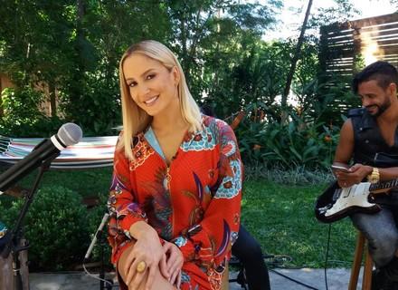 Claudia Leitte diz que adora causar nas férias: 'Fui de pijama comprar coisas na rua'