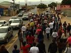 Professores protestam contra salário atrasado, em Aparecida de Goiânia