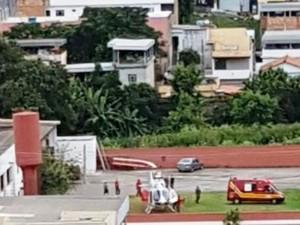 Helicóptero chega a UPA em Nova Serrana para transferência de paciente (Foto: PM/Divulgação)