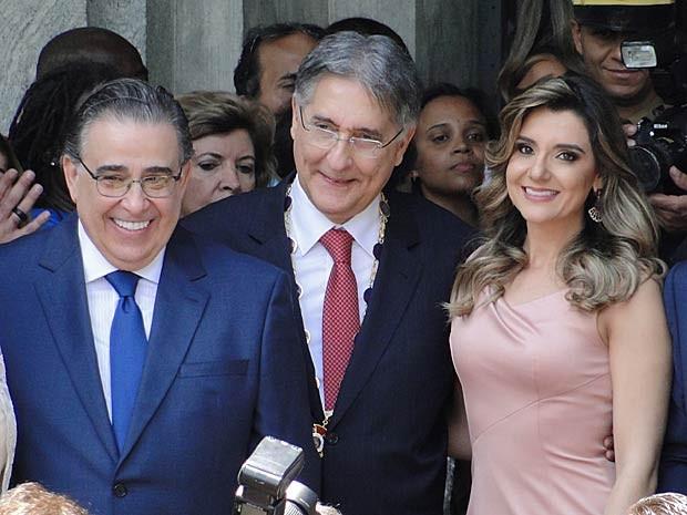 O ex-governador de Minas Alberto Pinto Coelho, o governador Fernando Pimentel (centro) e Carolina Oliveira (Foto: Pedro Ângelo/G1)