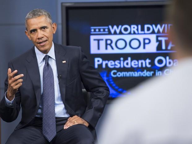 Barack Obama fala durante o 'Worldwide Troop Talk', transmitido para militares dos EUA espalhados ao redor do mundo, em Fort Meade, Maryland, na sexta (11) (Foto: AFP Photo/Saul Loeb)