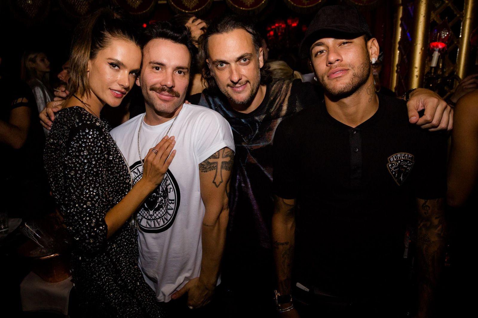 Neymar, Alessandra Ambrósio e Matheus Mazzafera curtem noitada em Paris (Foto: Jean-Christophe Roy)