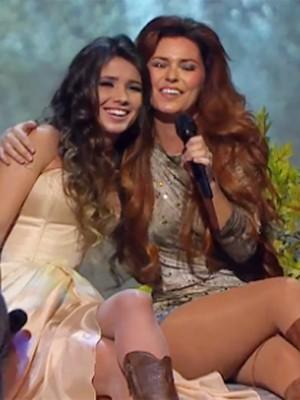Paula Fernandes e Shania Twain em clipe de 'You're still the one' (Foto: Divulgação)