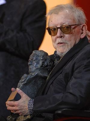 O cinasta espenhol Jesús Franco recebe o prêmio Goya honorário em 2009  (Foto: Pierre-Philippe Marcou/AFP)