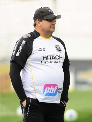 Técnico Guto Ferreira Ponte Preta (Foto: Marcos Ribolli / GloboEsporte.com)