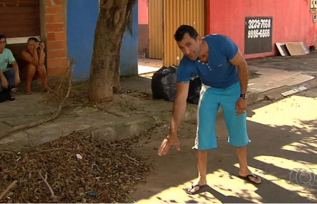 Catador relata susto ao achar corpo em saco: 'Achei que era manequim', em Goiânia, GOiás (Foto: Reprodução/TV Anhanguera)