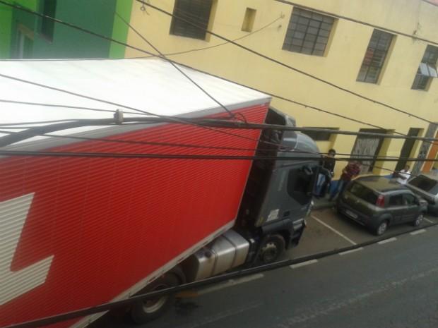 Carros estacionados tiveram que ser retirados (Foto: Nilson Messias / TEM Você)