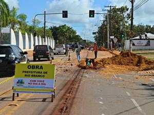 Avenida Getúlio Vargas será duplicada; obras estão no período de drenagem, segundo secretário adjunto de Obras, Ricardo Araújo (Foto: Denis Henrique/G1)