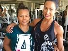 Gracyanne Barbosa leva mãe para malhar: 'Treino em família'