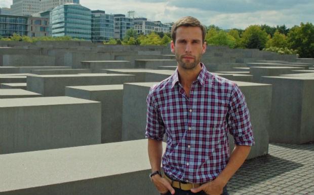 Pedro Andrade visita o Memorial do Holocausto (Foto: Reproduo / GNT)