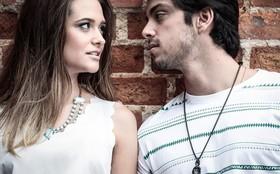 Ju Paiva e Rodrigo Simas comemoram sucesso e exibem intimidade em fotos