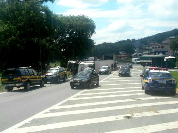 Polícia teve que chamar reforço por causa do tumulto (Foto: Divulgação/Polícia Rodoviária Federal)