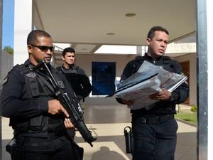 Documentos foram levados da casa do deputado Júnior Favacho (Foto: Jorge Abreu/G1)
