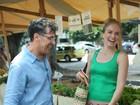 Adepto de uma vida saudável, Paulo Betti vai à feira com Angélica