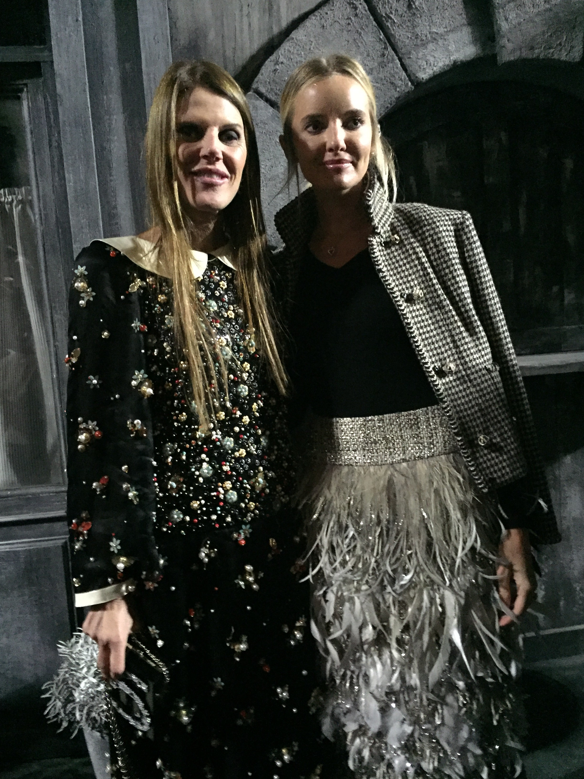 Anna Dello Russo, left , with a look from the show (Foto: SuzyMenkesVogue)
