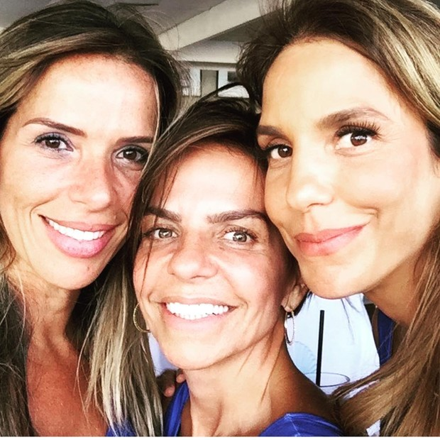 Ivete Sangalo posa com as irmãs, Carol e Cynthia Sangalo (Foto: Reprodução / Instagram)