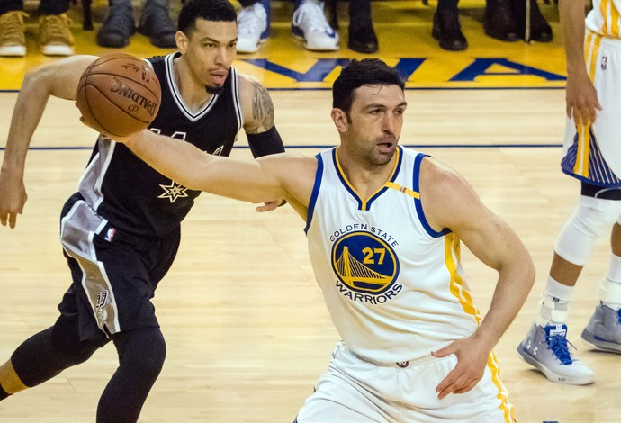 Zaza Pachulia saiu no intervalo machucado no jogo 2 entre Golden State Warrios e San Antonio Spurs (Foto: Reuters/Kyle Terada-USA TODAY Sports)