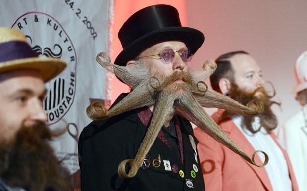 Americano Aarne Bielefeldt venceu na categoria barba estilo livre (Foto: Franziska Kraufmann/DPA/AP)