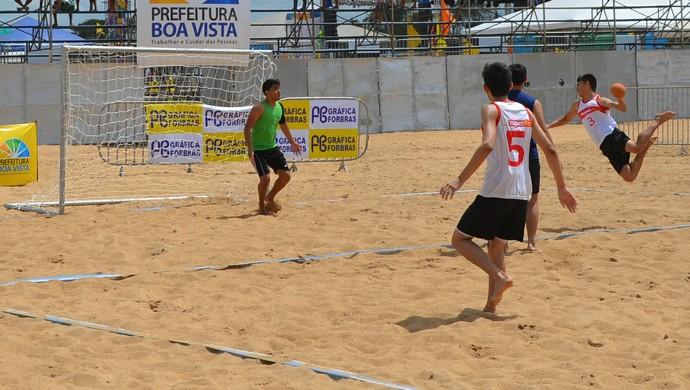 Jogos de beach hand agitam Praia Grande (Foto: Bruno Willemon)