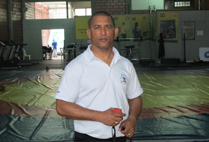 Angel Torres técnico luta olímpica (Foto: Flávio Dilascio)
