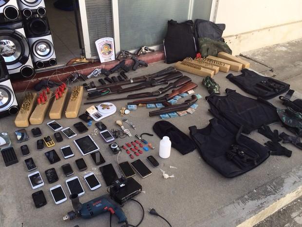 Material apreendido na operação (Foto: Divulgação/ Bepi)