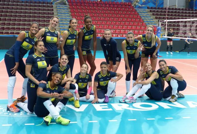 Treino da seleção feminina de vôlei no Mundial da Itália (Foto: Lydia Gismondi)