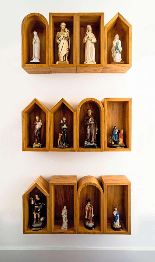 Coleção de santos e oratórios (Foto: Edu Castello/Editora Globo)