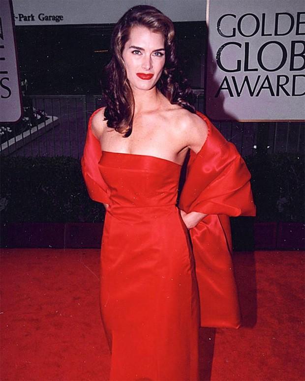 Brooke Shields no Globo de Ouro de 1998 (Foto: Reprodução/Instagram)