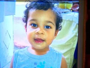 Esquecido em carro, Gabriel foi encontrado desacordado e já teria chegado morto ao hospital do Rio (Foto: Reprodução/Gnews)