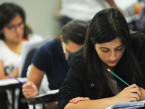 Candidatas fazem a prova da primeira fase do vestibular da Unesp (Foto: Flávio Moraes/G1)