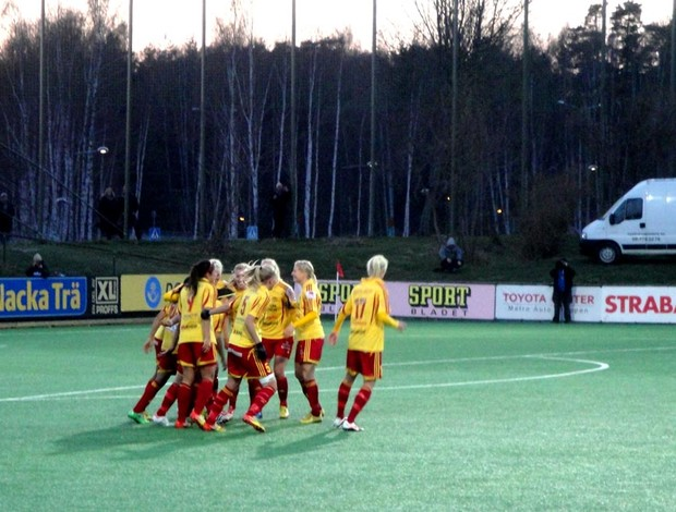 comemoração do primeiro gol, marcado pela Marta. (Foto: Marcos Felipe /globoesporte.com)