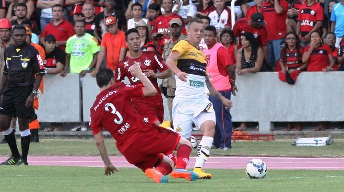 Roger Criciúma Flamengo (Foto: Fernando Ribeiro / Criciúma EC)